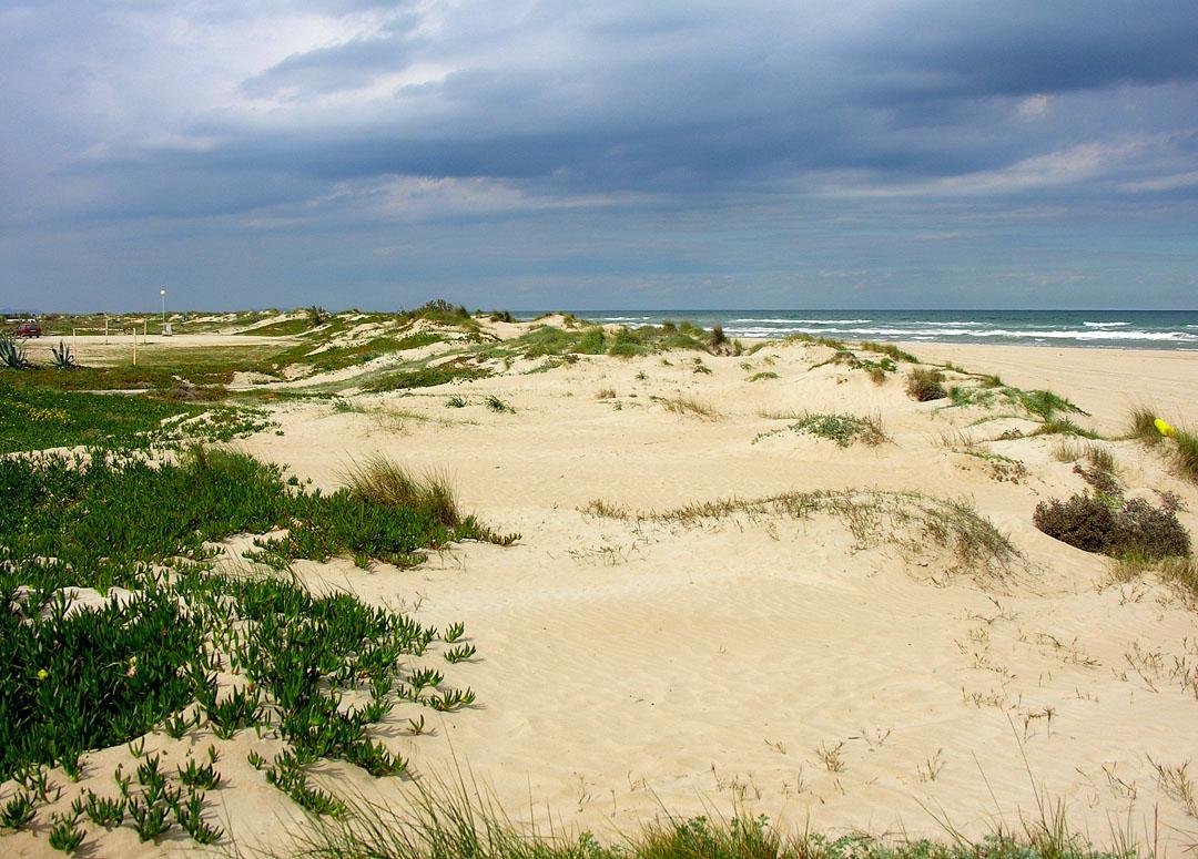 Desembocadura del río Bullens en la conocida como playa de Agua Muerta